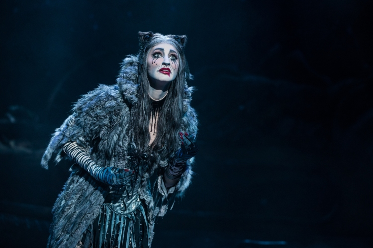 Keri René Fuller as Grizabella in the North American Tour of CATS. Photo by Matthew Murphy 2019